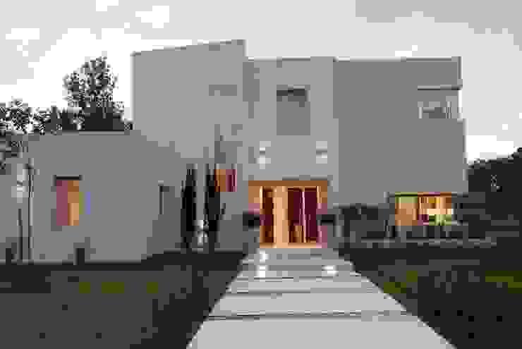 모던스타일 주택 by Estudio de Arquitectura Clariá & Clariá 모던