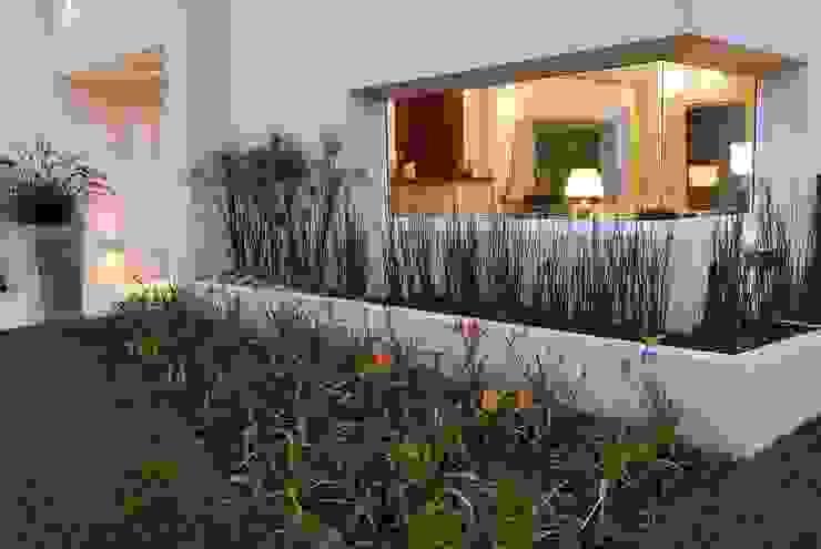 Jardines modernos de Estudio de Arquitectura Clariá & Clariá Moderno