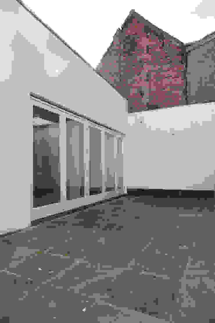 Modern corridor, hallway & stairs by Brand Olink Architecten Modern