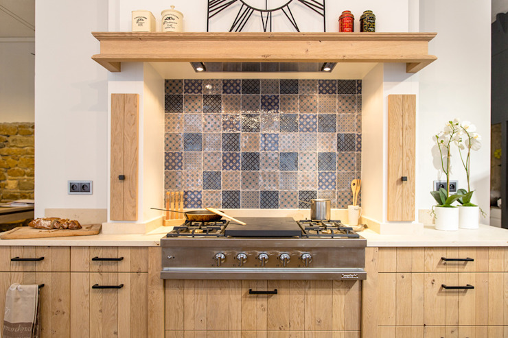 Eclectic style kitchen by MJ Home Eclectic