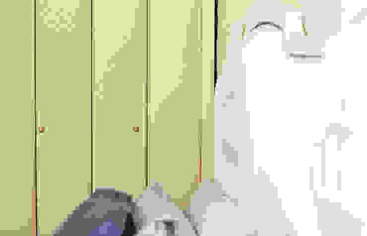 Armário, fundo de parede e cabeceira totalmente personalizados. Quartos clássicos por homify Clássico