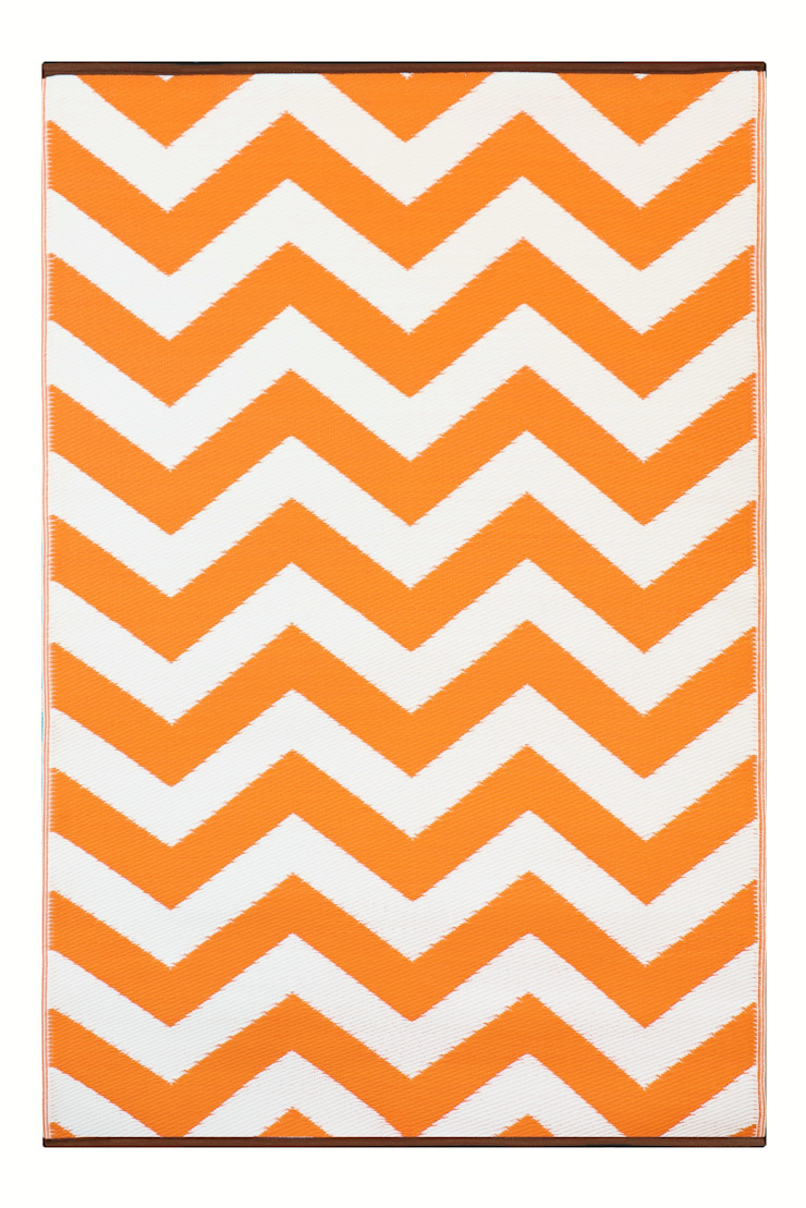 INDOOR/OUTDOOR, PLASTIC PSYCHEDELIA RUG ORANGE AND WHITE: modern  by Green Decore, Modern Plastic