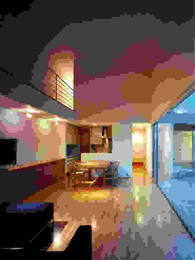長岡京の住宅 モダンデザインの リビング の 宮崎仁志建築設計事務所 モダン