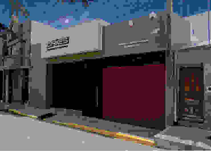 FACHADA de D'ODORICO ARQUITECTURA Moderno