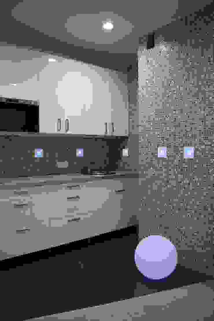 Дизайн-проект двухкомнатной квартиры. Крылатские холмы. Кухня в стиле минимализм от artzona.ru Минимализм
