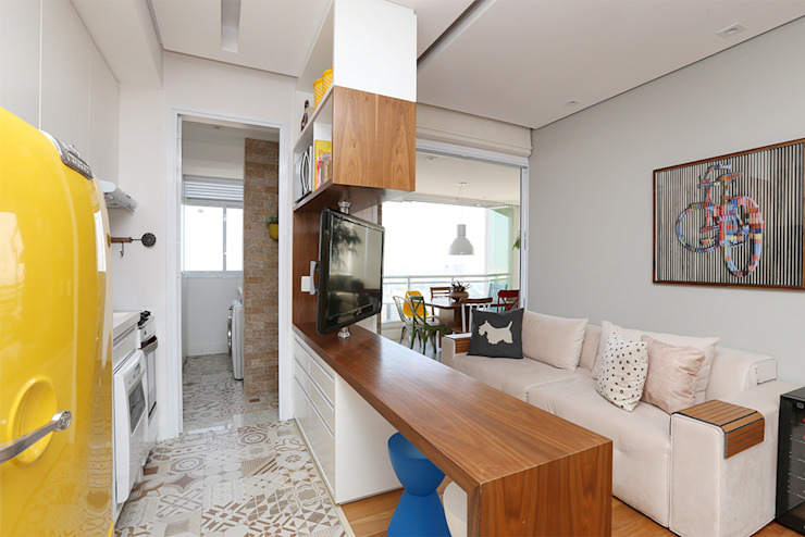 Living e Cozinha integrados Duda Senna Arquitetura e Decoração Salas de estar ecléticas