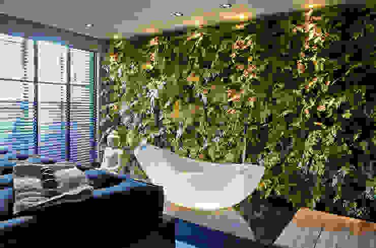 Painel verde | Casa Cor 2012 por Svetlana Plantas Preservadas Moderno