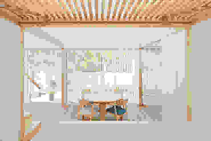 Гостиная в стиле минимализм от 白砂孝洋建築設計事務所 Минимализм