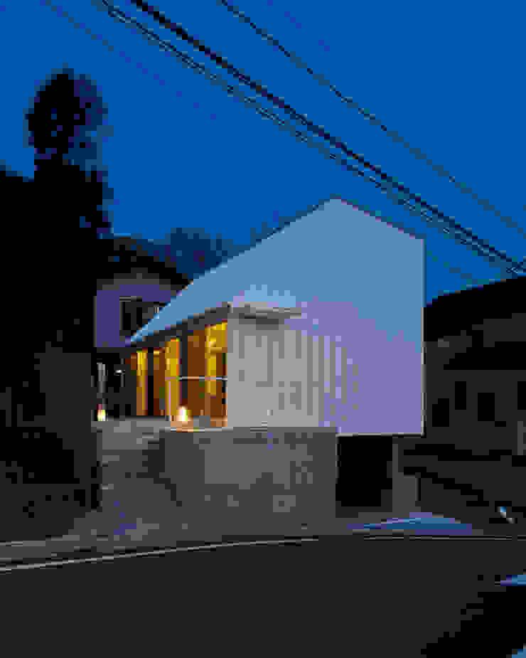 白砂孝洋建築設計事務所 Casas de estilo minimalista