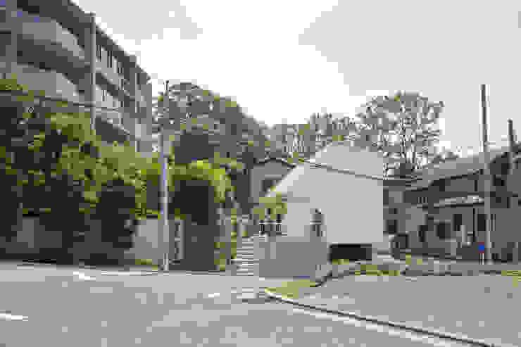 Rumah by 白砂孝洋建築設計事務所
