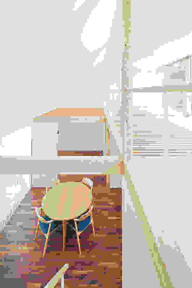 白砂孝洋建築設計事務所 Salas multimedia de estilo minimalista