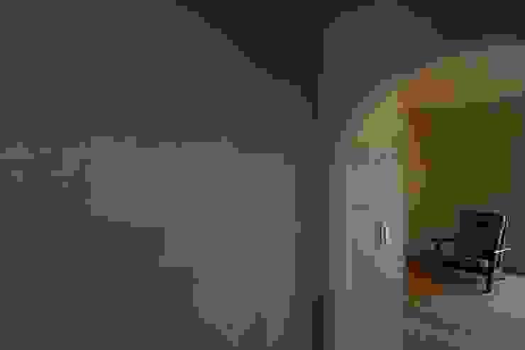 フランス漆喰のある家 クラシカルな 壁&床 の 宇佐美建築設計室 クラシック