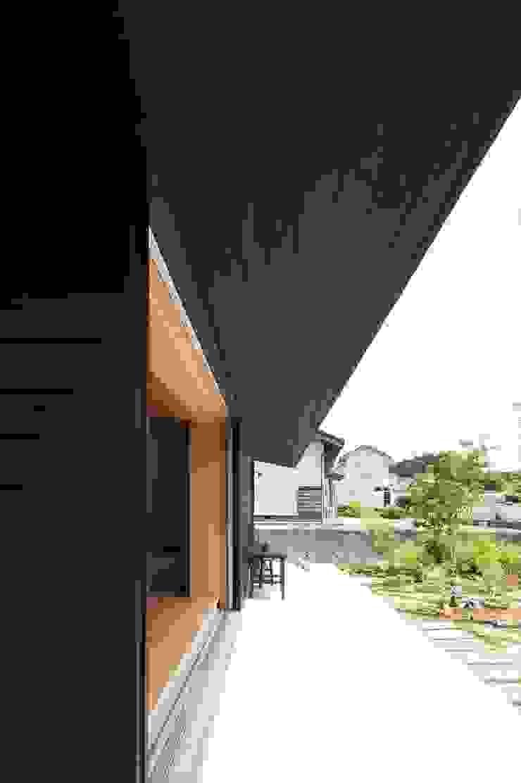 宇佐美建築設計室 Balcones y terrazas de estilo clásico