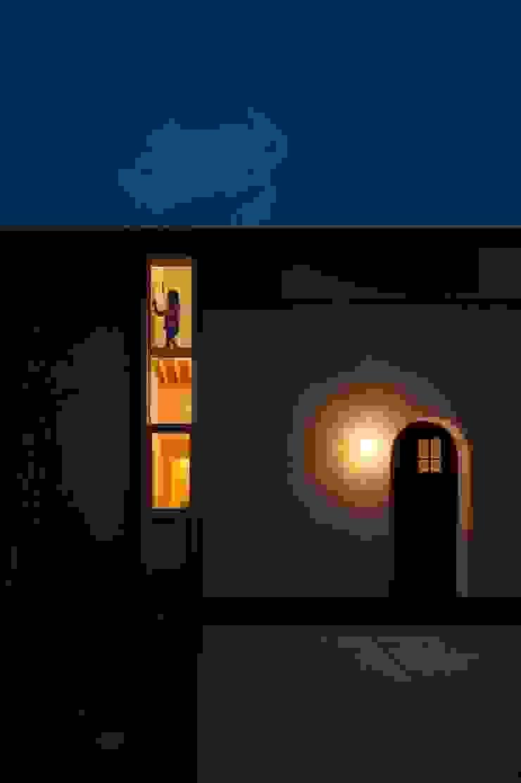 北道路側のファサード2 クラシカルな 家 の 宇佐美建築設計室 クラシック