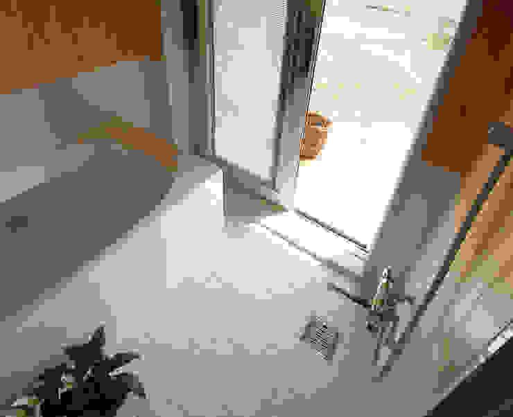 浴室: 遠藤浩建築設計事務所 H,ENDOH  ARCHTECT  &  ASSOCIATESが手掛けた浴室です。,モダン