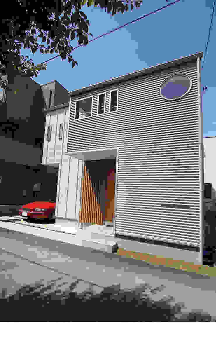 シンプルでエッジの効いた外観 ミニマルな 家 の 遠藤浩建築設計事務所 H,ENDOH ARCHTECT & ASSOCIATES ミニマル