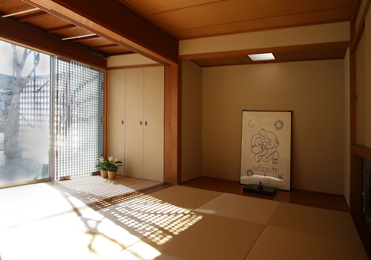 和室: 遠藤浩建築設計事務所 H,ENDOH  ARCHTECT  &  ASSOCIATESが手掛けた寝室です。,モダン