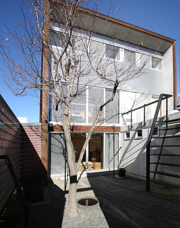 中庭 モダンな 家 の 遠藤浩建築設計事務所 H,ENDOH ARCHTECT & ASSOCIATES モダン