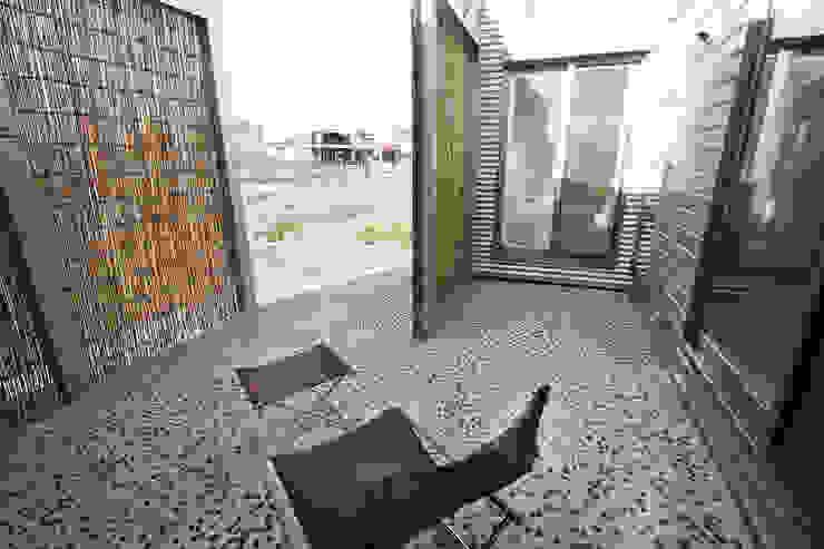 夕涼みの場でもあります モダンな庭 の 遠藤浩建築設計事務所 H,ENDOH ARCHTECT & ASSOCIATES モダン