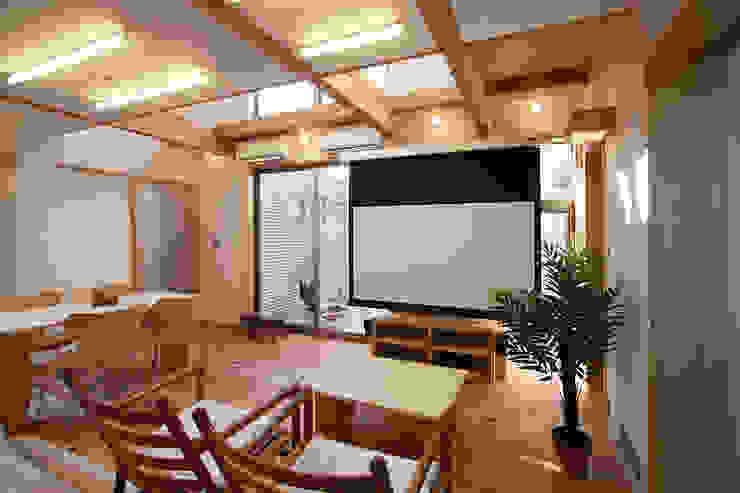 居間 モダンデザインの リビング の 遠藤浩建築設計事務所 H,ENDOH ARCHTECT & ASSOCIATES モダン