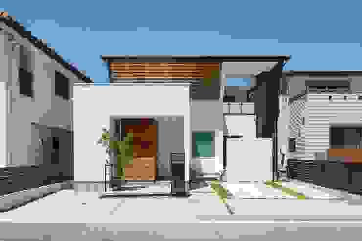 現代房屋設計點子、靈感 & 圖片 根據 株式会社トランスデザイン 現代風