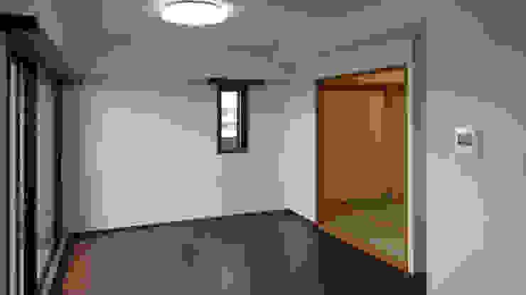 before・・・一般的なマンションの内装です クラシックデザインの リビング の 遠藤浩建築設計事務所 H,ENDOH ARCHTECT & ASSOCIATES クラシック