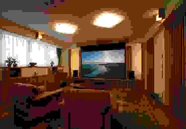 Wohnzimmer von 遠藤浩建築設計事務所 H,ENDOH  ARCHTECT  &  ASSOCIATES