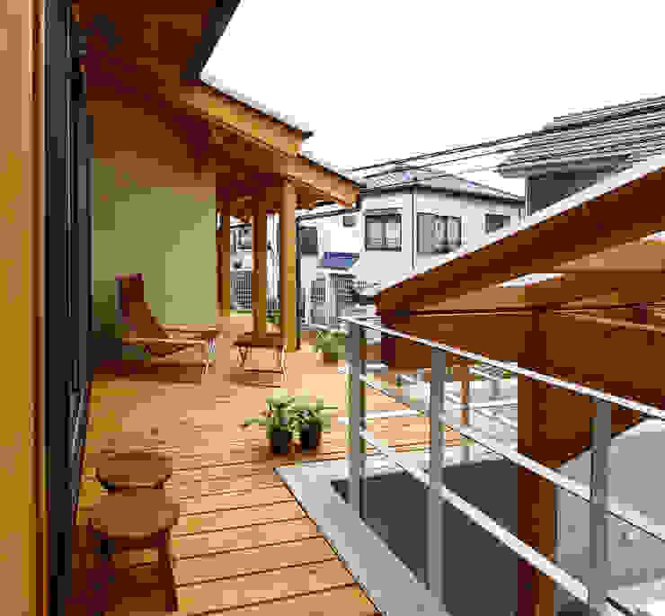 Balcone, Veranda & Terrazza in stile rurale di 遠藤浩建築設計事務所 H,ENDOH ARCHTECT & ASSOCIATES Rurale