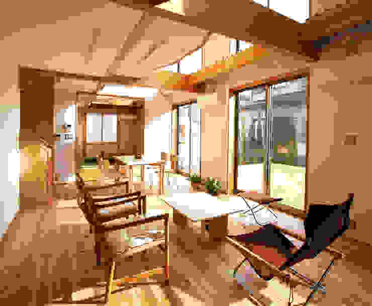 ห้องนั่งเล่น โดย 遠藤浩建築設計事務所 H,ENDOH  ARCHTECT  &  ASSOCIATES,