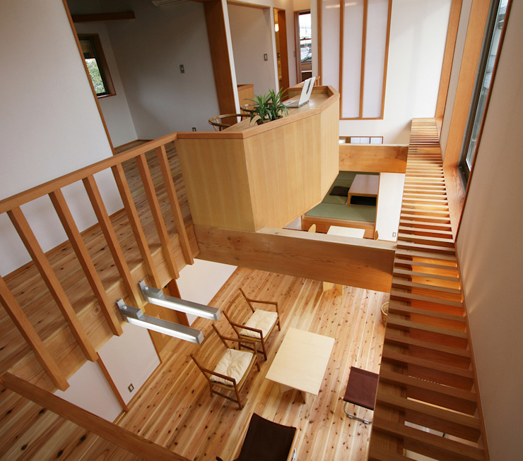 南側全てが吹抜 モダンデザインの リビング の 遠藤浩建築設計事務所 H,ENDOH ARCHTECT & ASSOCIATES モダン