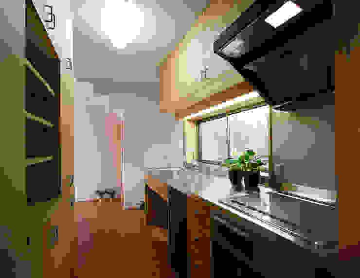 Modern style kitchen by 遠藤浩建築設計事務所 H,ENDOH ARCHTECT & ASSOCIATES Modern