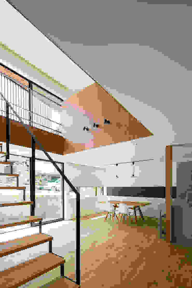 House of Yabugaoka モダンデザインの リビング の flame-planningoffice / 一級建築士事務所フレイム モダン