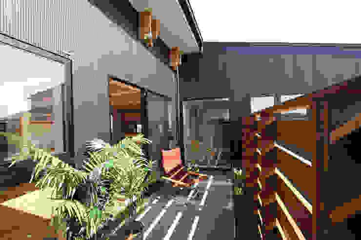 2階バルコニー モダンデザインの テラス の 遠藤浩建築設計事務所 H,ENDOH ARCHTECT & ASSOCIATES モダン