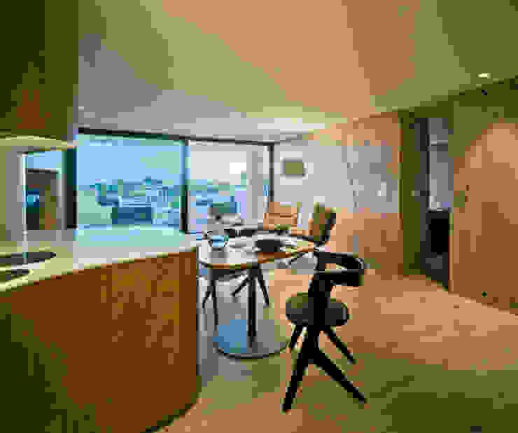 Casa Weston Salones de estilo mediterráneo de WOHA arquitectura Mediterráneo