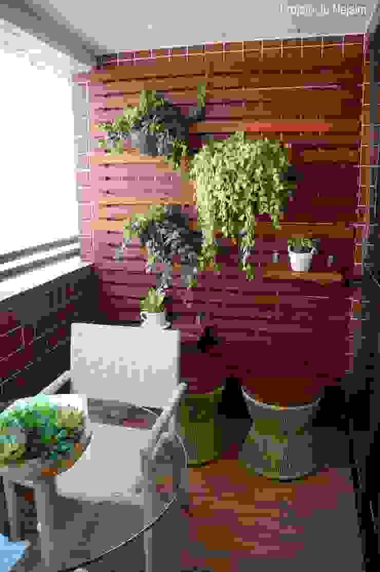 jardim vertical Varandas, alpendres e terraços modernos por Ju Nejaim Arquitetura Moderno