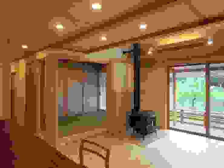 塗壁と薪ストーブのある家 Mo邸 の 宇川建築計画事務所