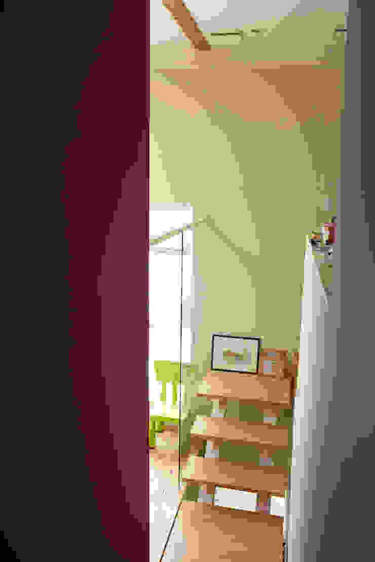 9坪ハウス+α 北欧スタイルの 玄関&廊下&階段 の nido architects 古松原敦志一級建築士事務所 北欧