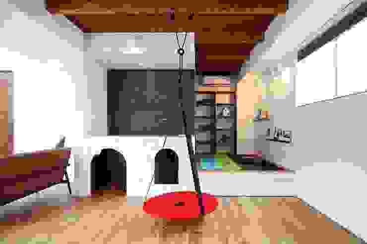 Modern Media Room by zuiun建築設計事務所 / 株式会社 ZUIUN Modern