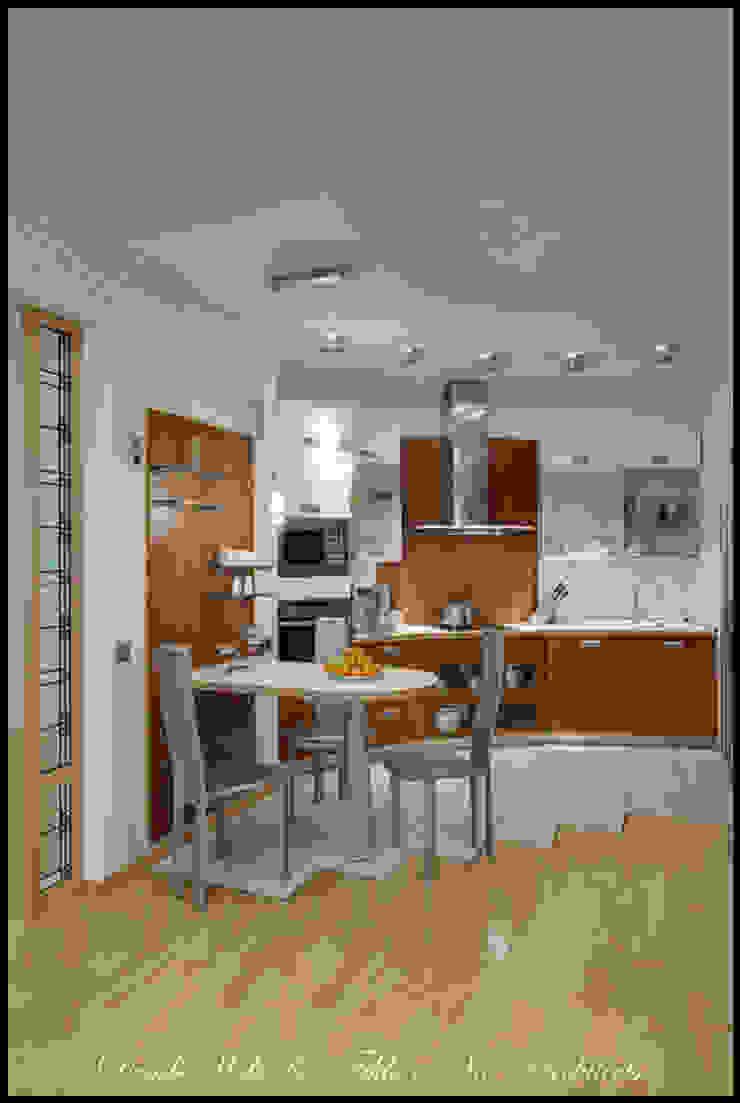 Cовременный интерьер с художественными деталями. Кухня в стиле минимализм от D&T Architects Минимализм
