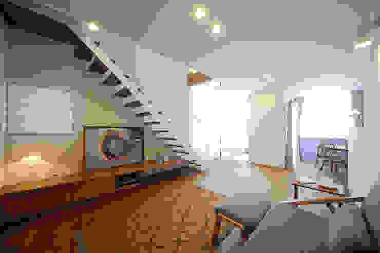 アンティークドアの家 / zuiun モダンデザインの リビング の zuiun建築設計事務所 / 株式会社 ZUIUN モダン