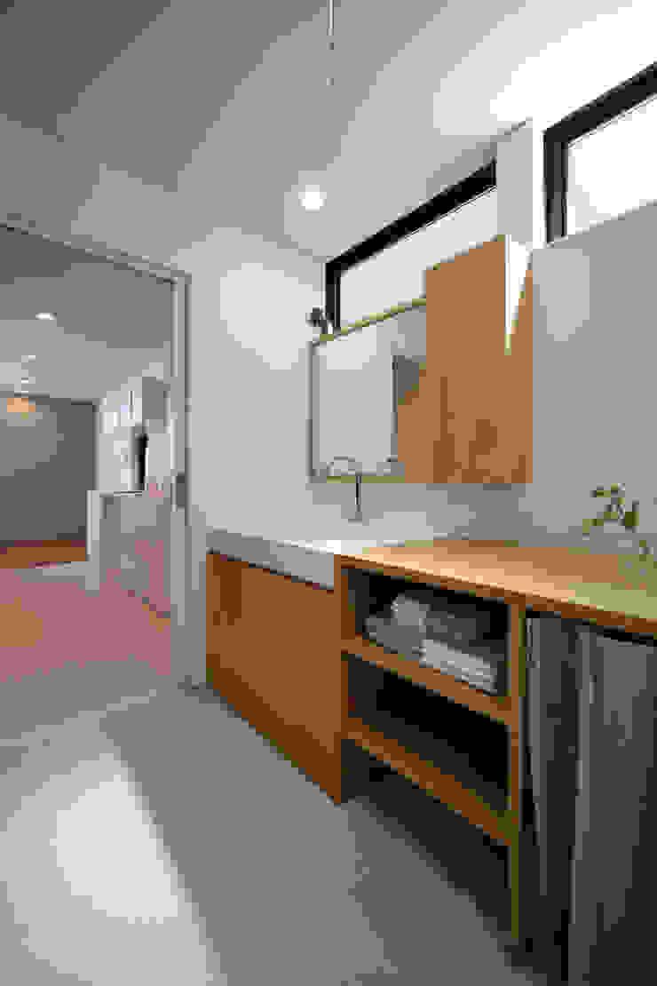 アンティークドアの家 / zuiun モダンスタイルの お風呂 の zuiun建築設計事務所 / 株式会社 ZUIUN モダン