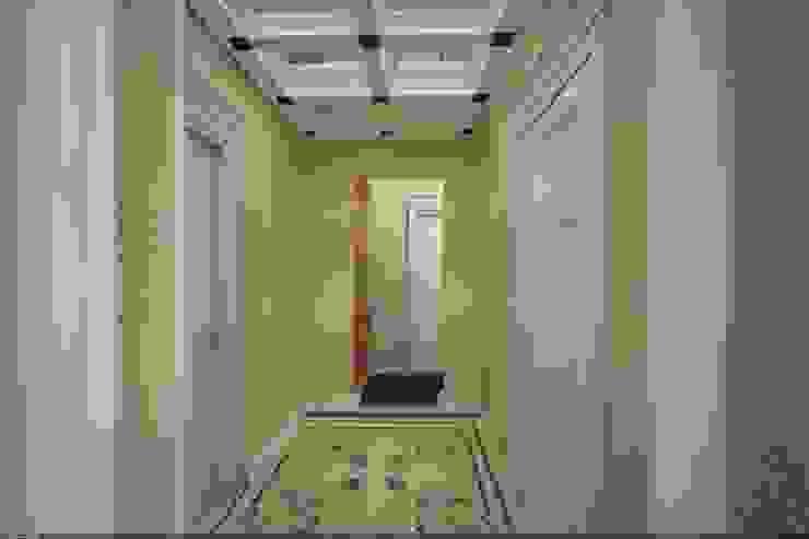 Классика на Бунинских аллеях Коридор, прихожая и лестница в классическом стиле от Veronika Brown Studio Классический