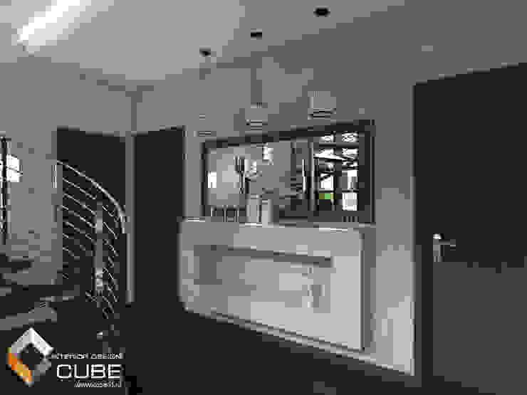 Дизайн кухни-гостиной загородного дома Коридор, прихожая и лестница в стиле минимализм от Лаборатория дизайна 'КУБ' Минимализм