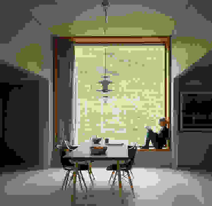Zwei Häuser in Leis -Vals, CH Moderne Esszimmer von Simona Pribeagu Schmid, dipl. Architektin AAM Modern