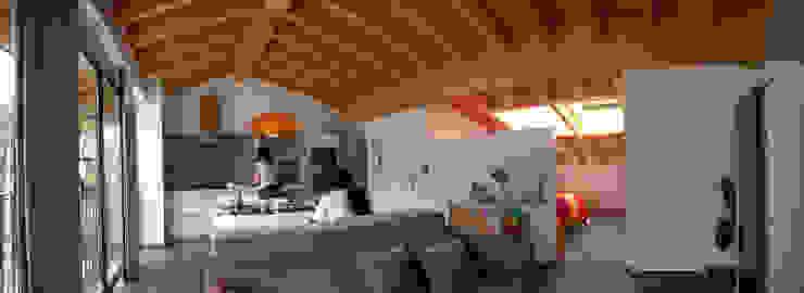 Salón - comedor - cocina de ESTUDIO DE ARQUITECTURA 4TRAZOS Ecléctico
