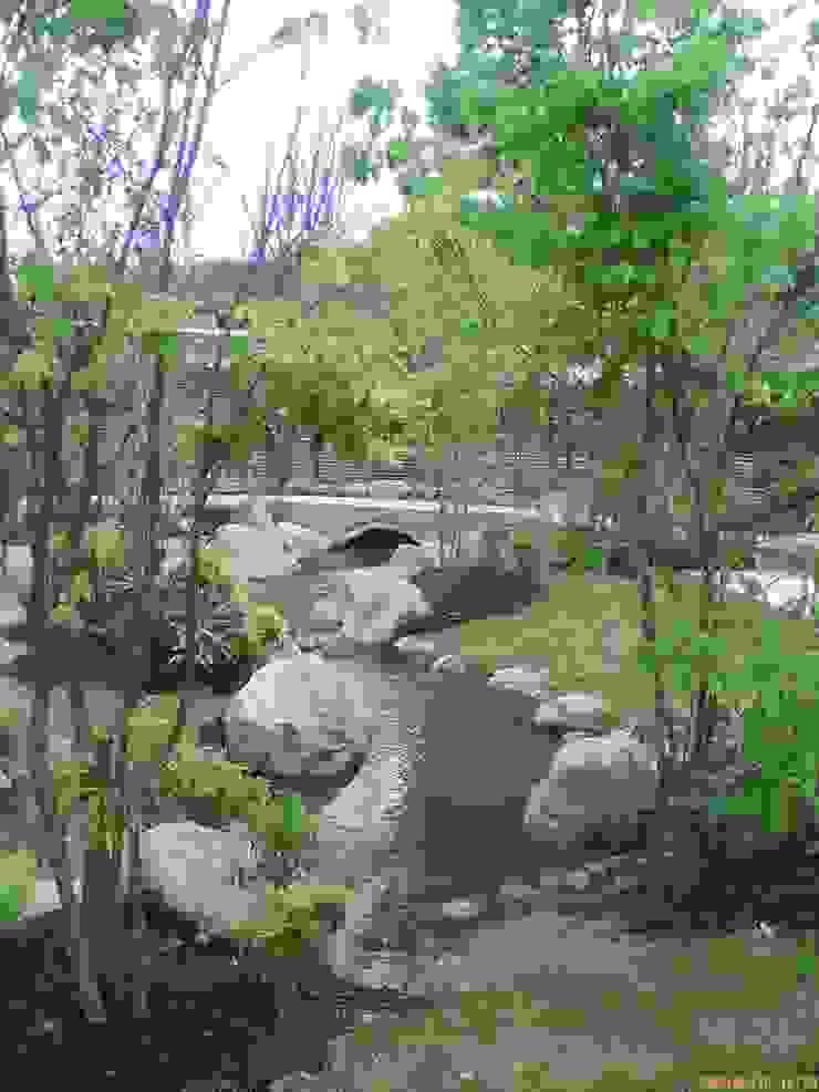 流れとアーチ橋 クラシカルな 庭 の アート・ボー・エントランス クラシック