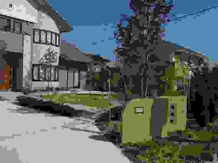 色彩の調和 モダンな庭 の アート・ボー・エントランス モダン