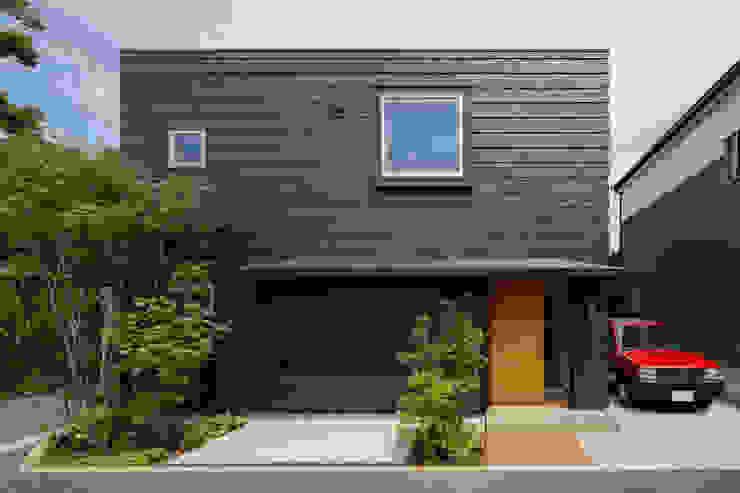 Modern houses by 株式会社リオタデザイン Modern