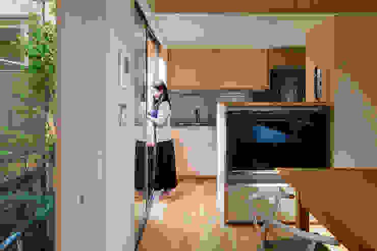 Cocinas de estilo moderno de 株式会社リオタデザイン Moderno
