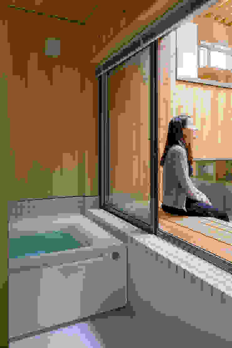 Baños de estilo moderno de 株式会社リオタデザイン Moderno